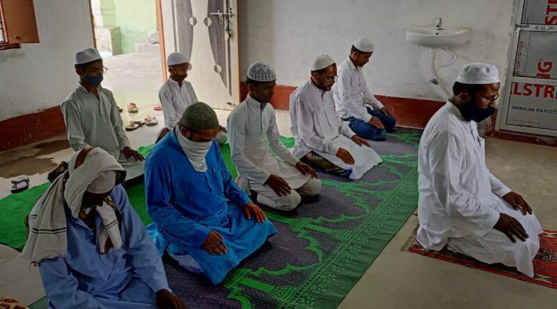 वैश्विक कोरोनाकाल लॉकडाउन के हालात में रमजानुल मुबारक के आखिरी अलविदा जुमा के अवसर पर घर में नमाज पढ़ा गया !